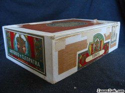 Antonio_Y_Cleopatra_Cigar_Box_01